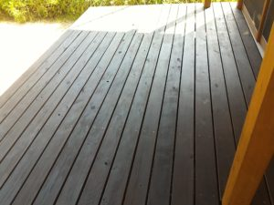 オイルステインの上に木部用撥水材サーファポアWを塗ってみました。