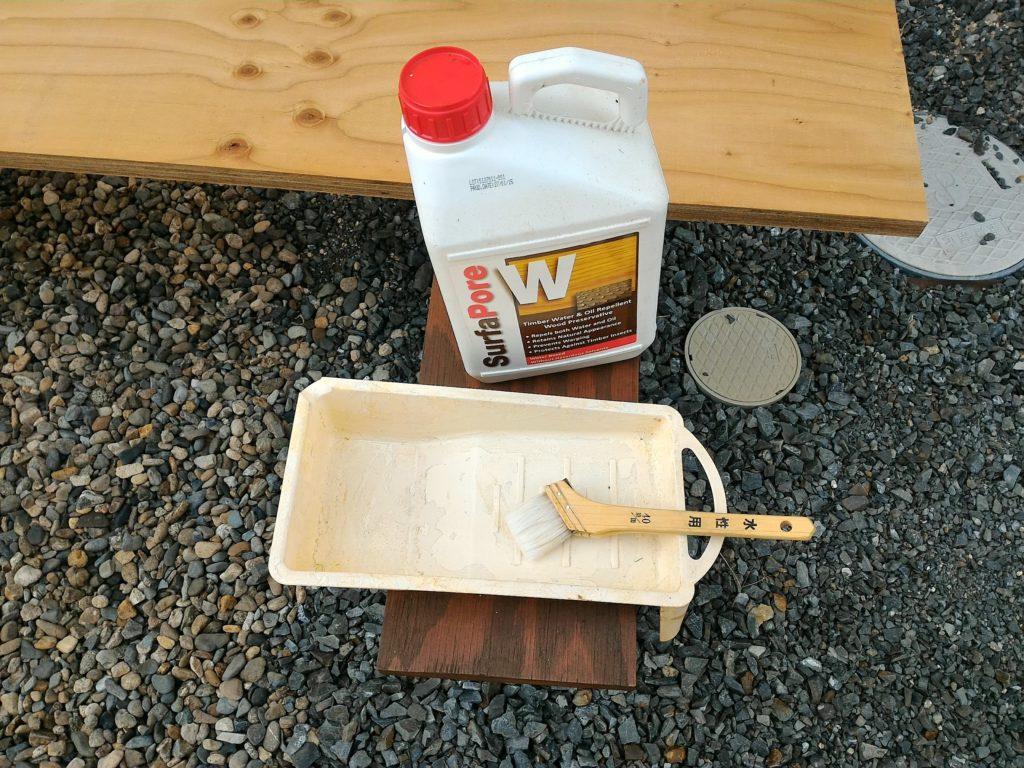 木部用撥水材サーファポアWを準備