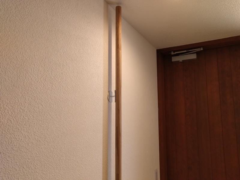 玄関に縦手すりDIY取付